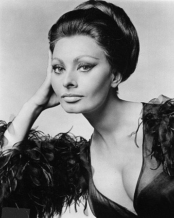 http://tpsaye.files.wordpress.com/2008/09/sophialoren.jpg